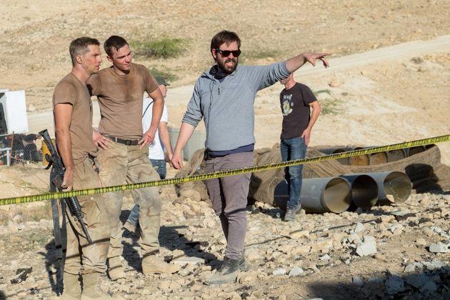 Fernando Coimbra orienta os atores Nicholas Hoult, Fernando Coimbra e Beau Knapp no set de filmagem de...