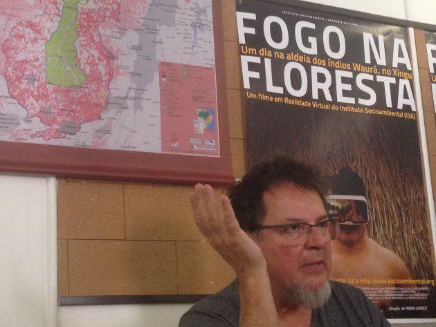 Tadeu Jungle concede entrevista a jornalistas sobre