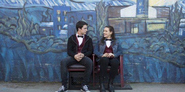 Controversa e bem-sucedida, a série gira em torno da adolescente Hanna Baker, interpretada por Katherine