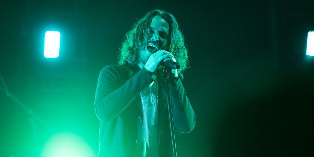 Segundo o site britânicoNME, a última música que Cornell cantou no palco foiSlaves & Bulldozers(do...