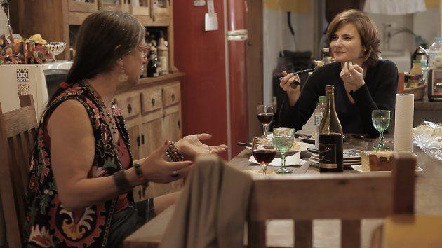 'A gente muda a mulher que a gente é', disse Eliane Brum, sobre experiência de filmar Laerte em sua