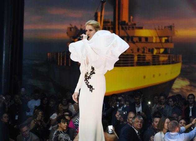 Que hinos! Celine Dion e Cher emocionam o público no Billboard Music
