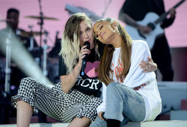 Ariana e Miley Cyrus fizeram diferentes duetos no 'One Love
