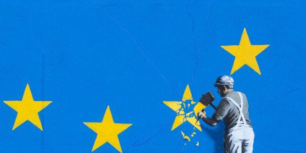 Em Dover, no Reino Unido, Banksy desenhou um