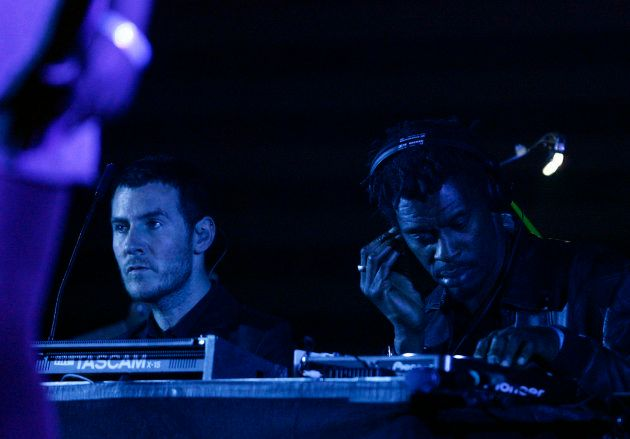 Robert Del Naja e Daddy G, do Massive Attack, durante show no Heineken Open'er Festival in Gdynia, na