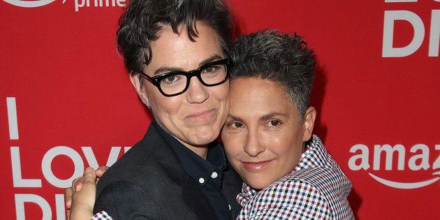 "Sarah Gubbins (esquerda) e Jill Soloway assistem à première de ""I Love Dick"", da Amazon, no cinema Linwood..."