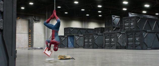 Não é fácil ser super-herói e cursar o colegial ao mesmo