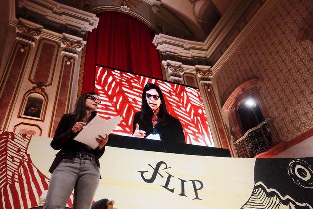 Autora de nova biografia sobre Lima Barreto, Lilia Moritz Schwarcz acompanhou ator em aula