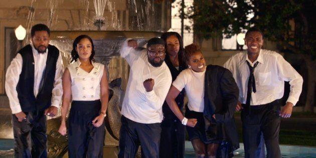 O novo clipe de Jay-Z traz uma versão maravilhosa da abertura de 'Friends' só com atores