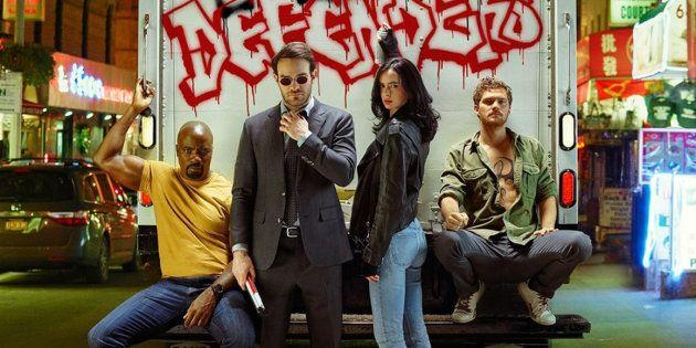 Da esquerda para a direita: Luke Cage, Demolidor, Jessica Jones e Punho de Ferro batalham pela alma de...