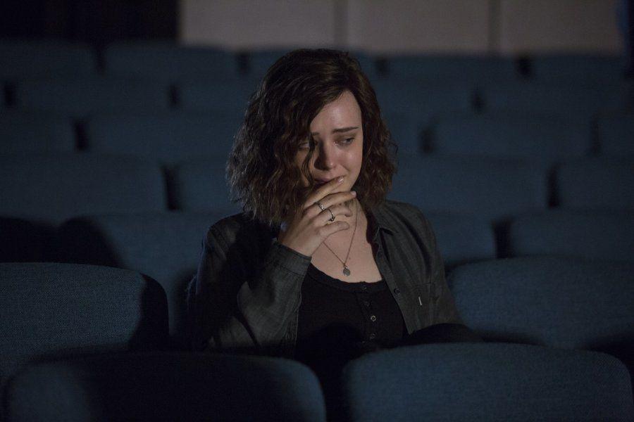 """Hannah Baker (Katherine Langford) é adolescente protagonista de """"13 Reasons Why"""", que versa sobre sofrimento e suicídio na adolescência."""