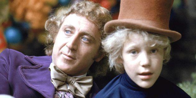 """Peter Ostrum no papel de Charlie Bucket e Gene Wilder como Willy Wonka, no set de """"A Fantástica Fábrica..."""