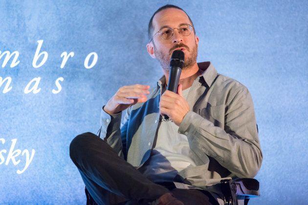 Darren Aronofsky na coletiva em São Paulo: a estampa '#todospelaamazonia' na camiseta não nega que a...