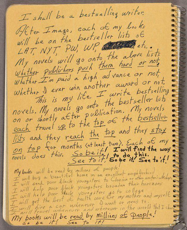 Caderno com anotações e lembretes de Octvavia