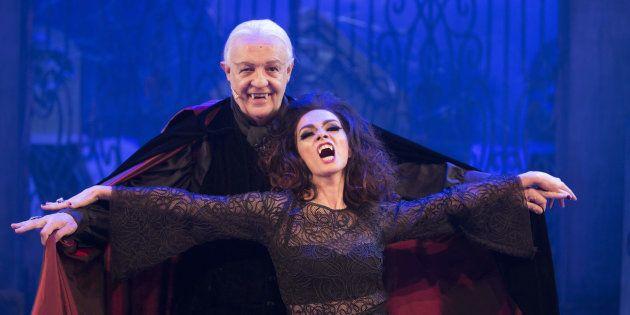 Ney Latorraca e Cláudia Ohana contracenam como vampiros mais de 25 anos