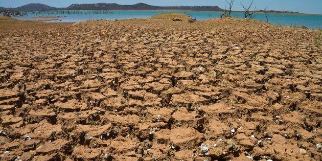 Sobradinho - A Usina Hidrelétrica de Sobradinho tem capacidade total de 1050 megawatts, mas com a falta de água não tem sido possível gerar cerca de 160 megawatts.
