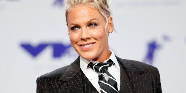 Segundo Pink, há momentos em que ela está loucamente apaixonada por Hart e outros quando ela acha que...