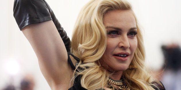 Madonna se ajoelhou para Caetano