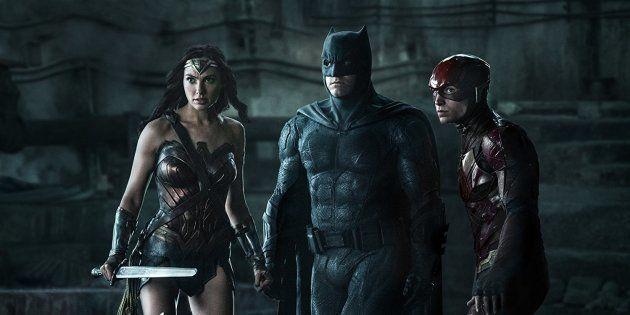 Mulher-Maravilha (Gal Gadot), Batman (Ben Affleck) e Ezra Miller (Flash) em cena do aguardado filme 'Liga...