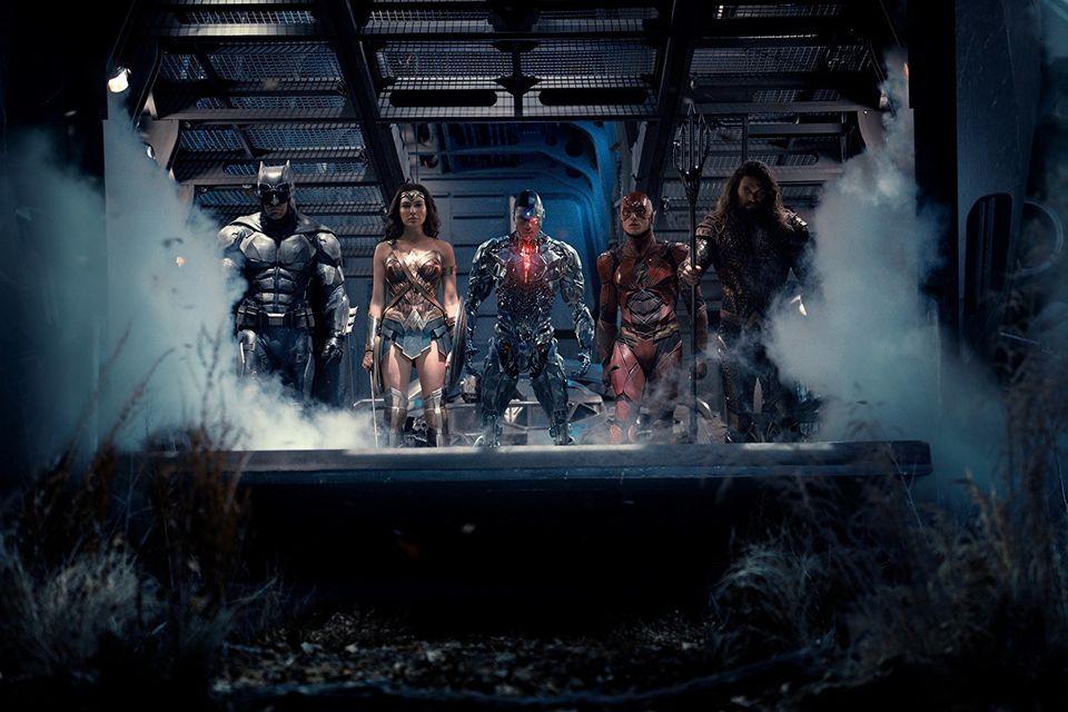Batman (Ben Affleck), Mulher-Maravilha (Gal Gadot), Ciborgue (Ray Fisher), Flash (Ezra Miller) e Aquaman...