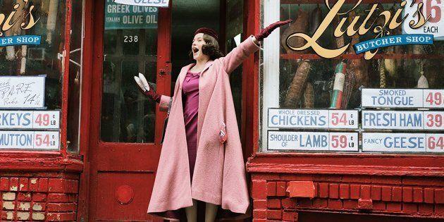 'Conseguimos um rabino!': A adorável Rachel Brosnahan é Midge, protagonista de 'The Marvelous Mrs.