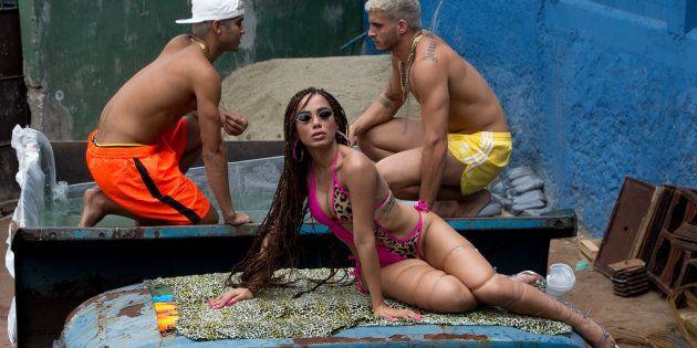 Anitta volta às origens no funk em 'Vai