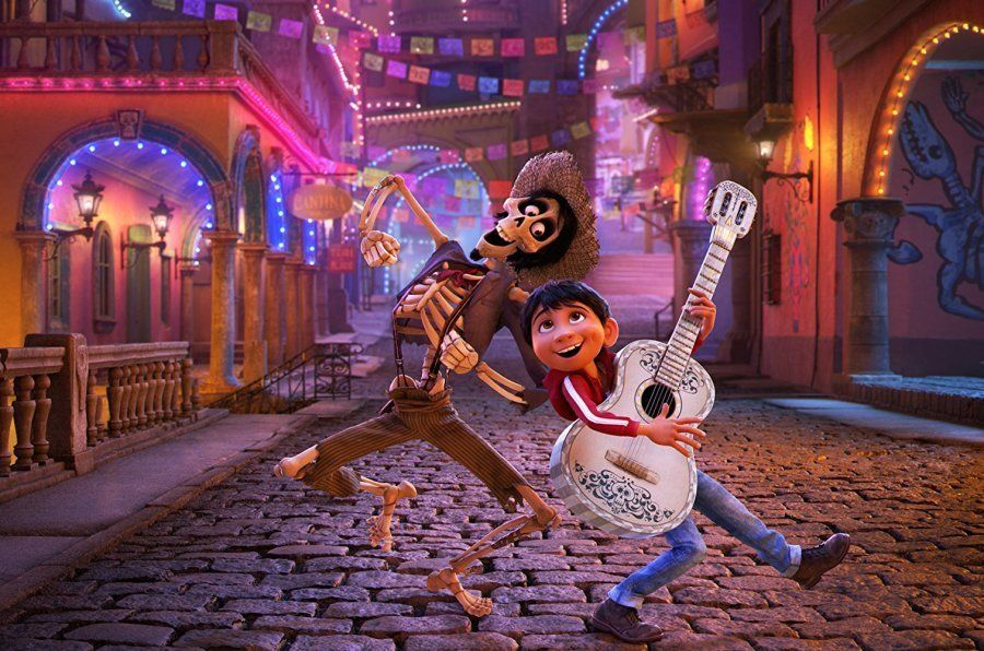 Os adoráveis Héctor (à esq.) e Miguel (Anthony Gonzalez) protagonizam
