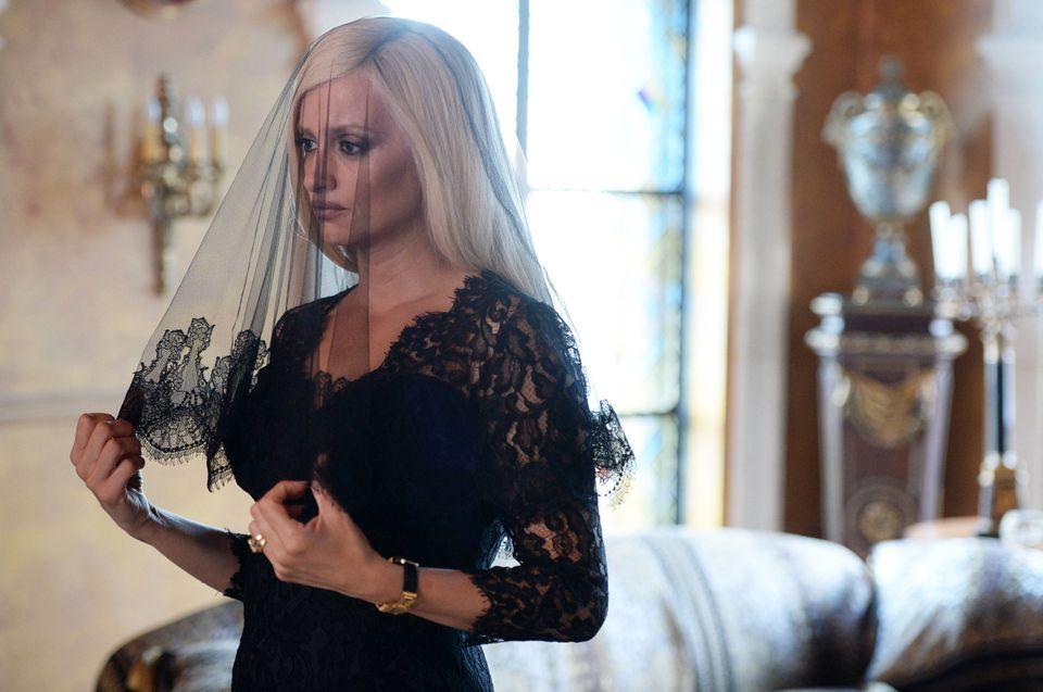Donatella Versace gostou de saber que Penélope Cruz, na imagem acima, a interpretaria na