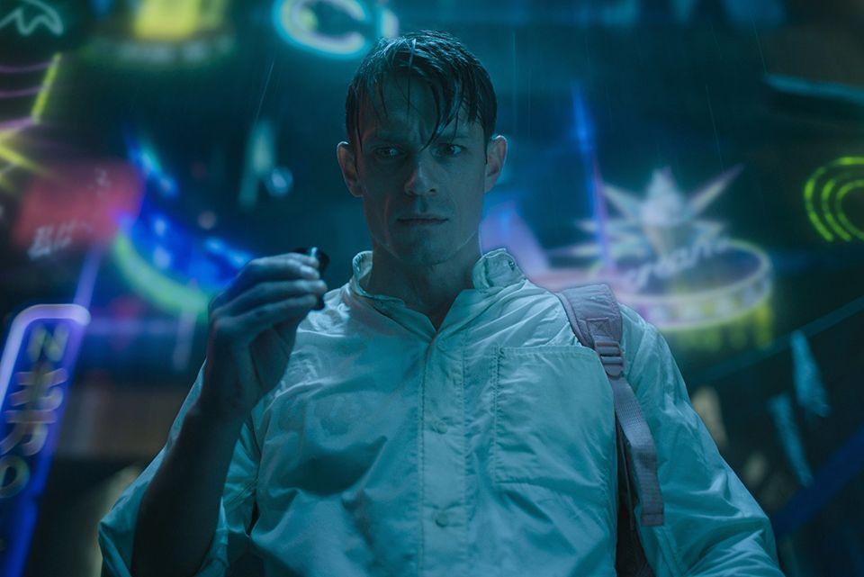 Joel Kinnaman é Kovacs, protagonista do seriado baseado no livro de Richard K.