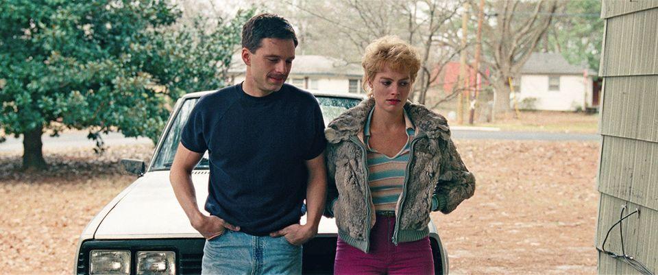 Sebastian Stan, à esquerda, e Margot Robbie em cena de 'Eu,