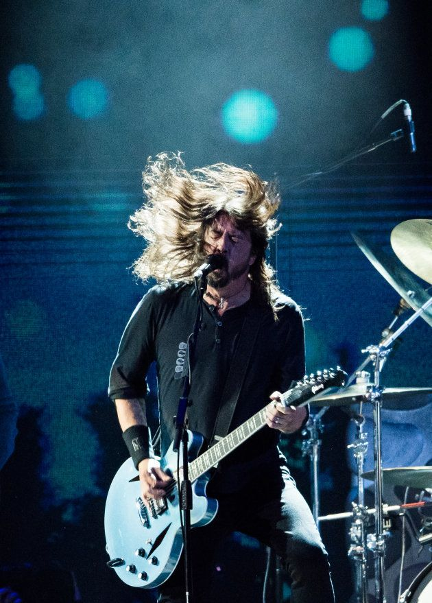 Dave Grohl em performance no Brit