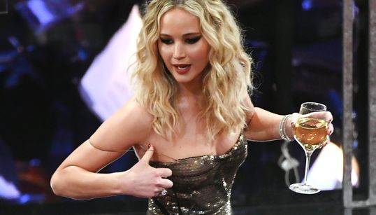Você deveria aproveitar a vida como Jennifer Lawrence está aproveitando o