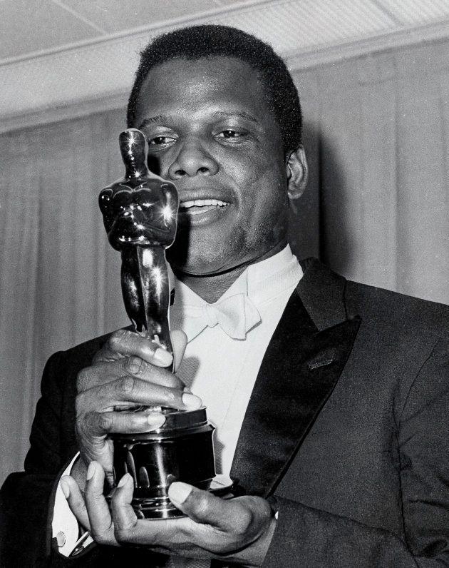 A jornada inspiradora de Sidney Poitier, o 1º ator negro a ganhar o