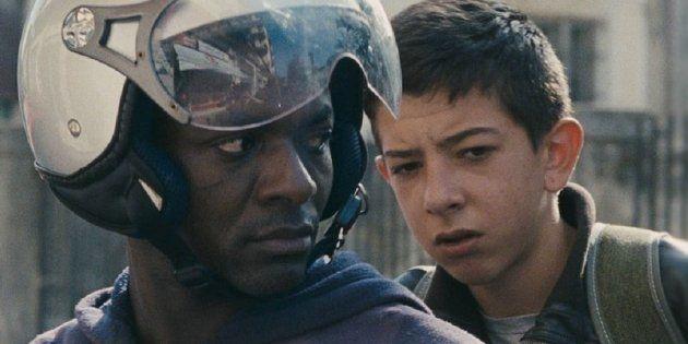 Pio em cena com o motoboy Ayiva (Koudous Seihon), um dos refugiados africanos na região de