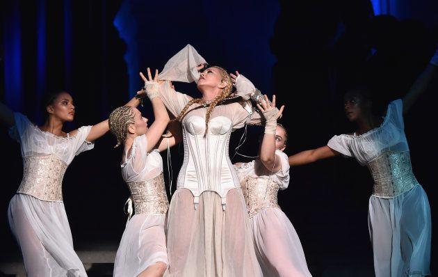 Madonna fez uma performance surpresa de 'Like a Prayer' no Met Gala