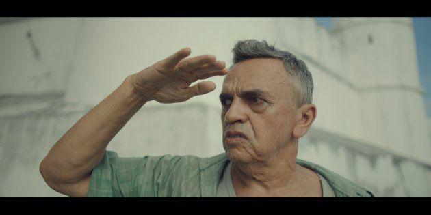 O ator José Dumont dá vida a um ex-sargento preso às memórias do passado no