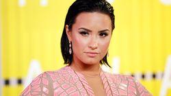 Demi Lovato deixa hospital e começa
