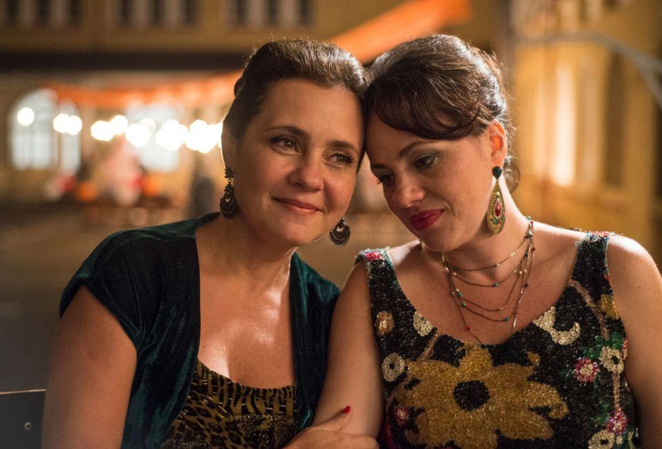 Adriana Esteves e Karine Teles: dupla de atrizes foi premiada no Festival de Gramado por