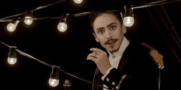 O ator Jesuíta Barbosa é destaque no filme na pele do mestre de cerimônias