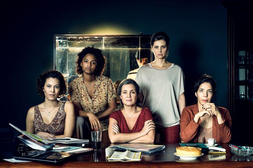 Stela (Adriana Esteves ), Vera (Fernanda D'Umbra) , Eugênia (Paula Possani), Daiane (Jéssica Ellen) e...