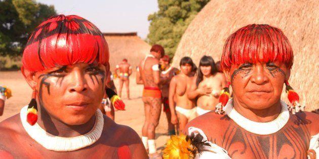 Atualmente, cerca de 300 etnias ainda resistem no Brasil. Em 1500, estima-se que havia mais de
