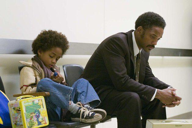 Will Smith e seu filho Jaden em cena do filme À Procura da