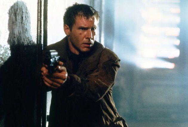 Harrison Ford em cena do filme Blade Runner - O Caçador de