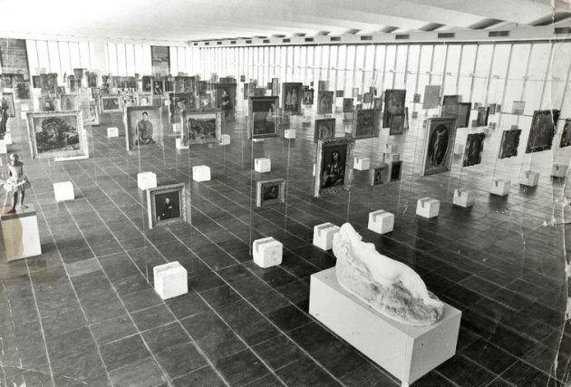 Assim como o prédio do Masp, os famosos cavaletes de cristal do museu foram projetos por Lina Bo Bardi...