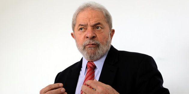 O ex-presidente teria editado uma Medida Provisória (MP) para favorecer empresas do setor automotivo...