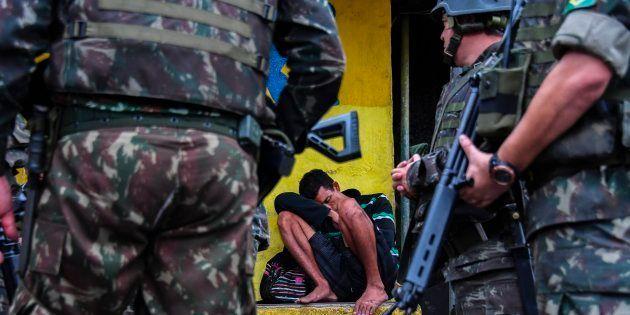 Militares o Rio de Janeiro em ocupação autorizada pelo presidente Michel