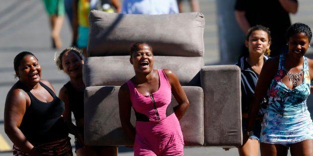 Mulheres de baixo nível socioeconômico e educativo, pessoas idosas, pessoas negras e apessoas com deficiência...
