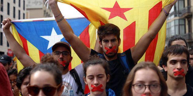 Estudantes protestam contra violência em plebiscito de independência da