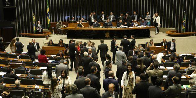 Câmara vota reforma política e criação de fundo bilionário para