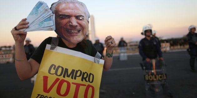 Protesto contra presidente Michel Temer em votação da primeira denúncia na Câmara dos